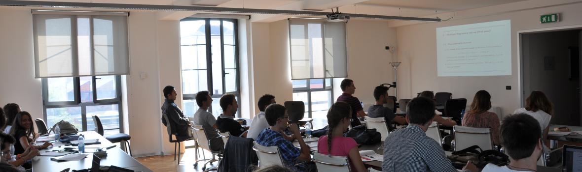 Foto di studenti a lezione